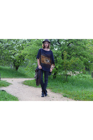 Spell and the Gypsy Collective bag