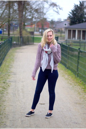 navy highwaisted Choies jeans - brown knitted Yesstyle sweater