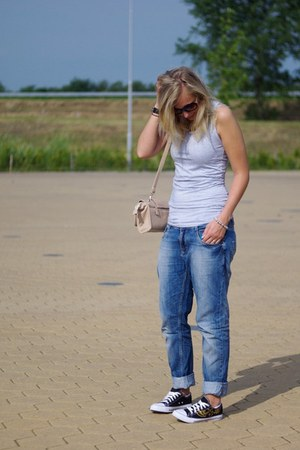 Yesstyle bag - Superstar jeans - Yesstyle sneakers - Yesstyle vest