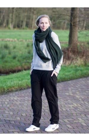black loose H&M pants - heather gray mi shop Gemandi sweater
