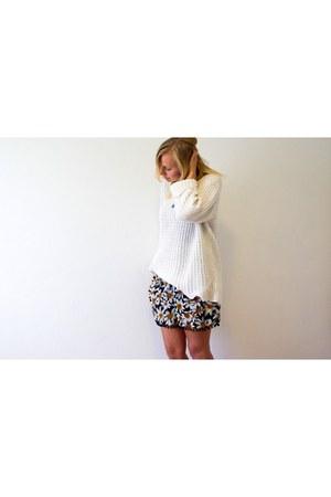 knit H&M sweater - lookbookstore shorts