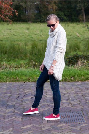white knitted Only sweater - navy skinny H&M jeans