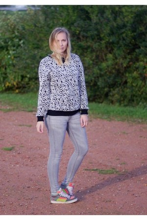 H&M jeans - Front Row Shop sweater - etnies sneakers