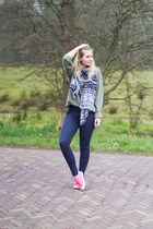 olive green men H&M sweater - navy jeggings Oroblu leggings