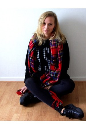 Yesstyle sweater - Vila leggings - Front Row Shop scarf - Yesstyle sneakers