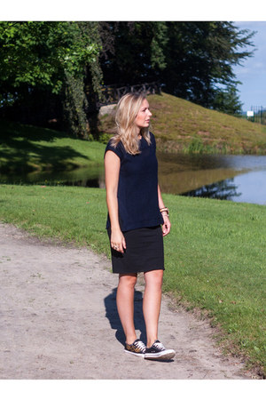 navy knits Yesstyle shirt - black H&M skirt - black Yesstyle sneakers