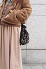 Tan-vintage-boots-tan-vintage-coat-tan-zara-sweater-black-zara-bag