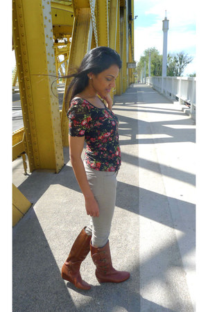 floral PacSun top - wedge franco sarto boots - H&M jeans