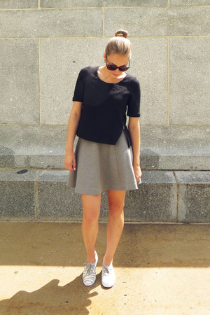heather gray Uniqlo skirt - black Anthropologie top