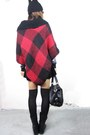 Brick-red-grid-knitting-2amstyles-cape-black-2amstyles-bag
