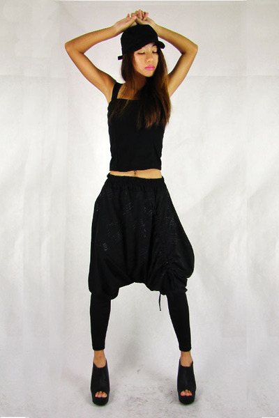 black cap 2amstyles hat - black cropped tank 2amstyles top