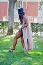Sky-blue-zara-shorts-white-h-m-t-shirt-peach-vintage-vest