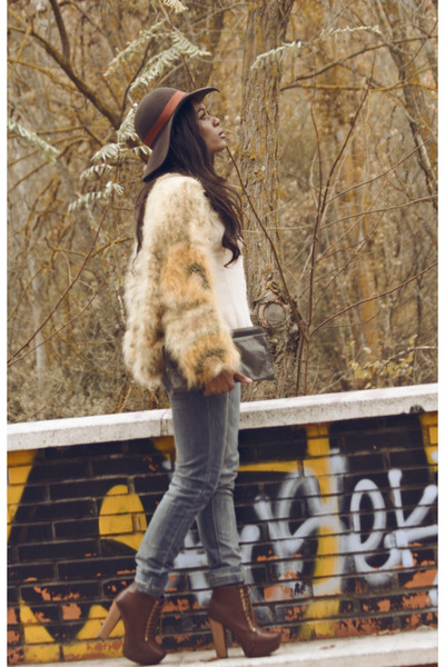 cream vintage coat - burnt orange Mari Paz boots - sky blue BLANCO jeans