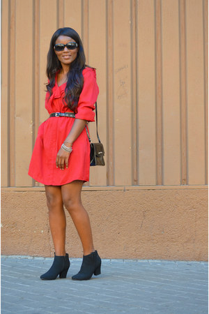 red Sfera dress - black red or boots - black vintage bag - black dior glasses