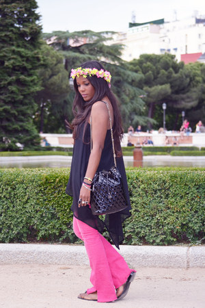 black H&M cape - hot pink Miss Sixty pants