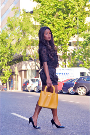 black el corte ingles blouse - gold vintage bag - el corte ingles shorts