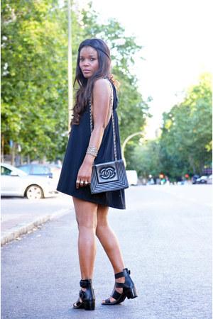 black Antonio pernas customize dress - Chanel bag - Bershka sandals