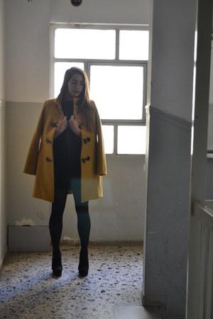 yellow coat - necklace