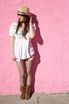hot pink cutoff Forever21 shorts - brown moccasin Minnetonka boots