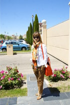 camel cuero shoes - white vaquera jacket - orange floral scarf