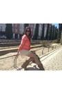 Camel-ante-tachuelas-stradivarius-boots-black-ray-ban-sunglasses