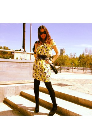 yellow el corte ingles dress - black Ray Ban sunglasses - black Bershka wedges