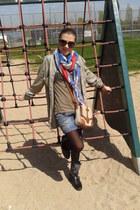 algodon shirt - boots - hilo scarf - cuero y tela bag - algodon t-shirt