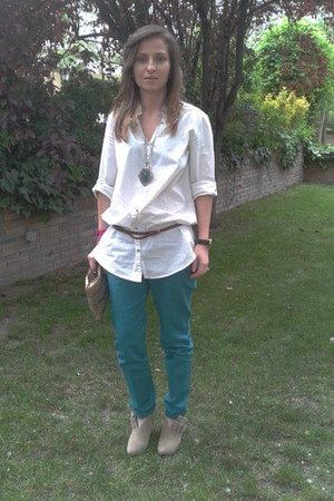teal pants - camel bag - beige heels - white blouse - teal necklace