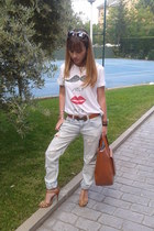 algodon t-shirt - shoes - algodon jeans - camel cuero bag - bag