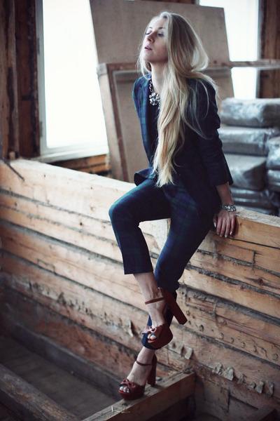 Zara suit - KG Kurt Geiger shoes - Anton Heunis necklace - LnA t-shirt