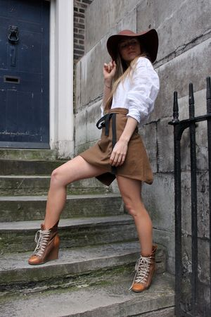 brown American Apparel hat - beige Chloe boots - white H&M shirt