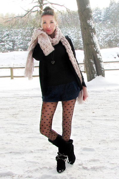 navy lace Primark shorts - black Primark boots