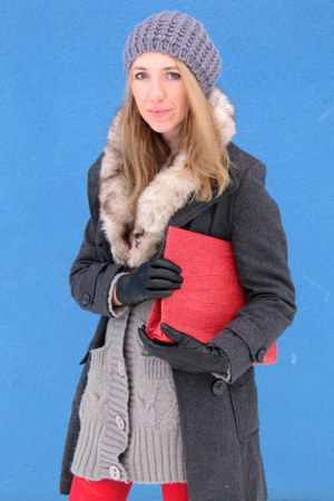 red snake print bag - gray coat - silver knitted Cubus sweater