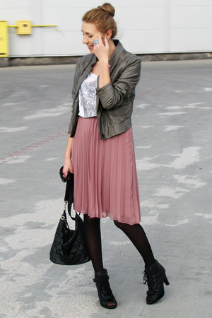 light pink pleated skirt Primark skirt - black laced up New Yorker boots