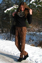 heather gray faux fur asos scarf - bronze leopard print pants - black H&M blouse