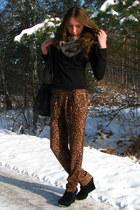 heather gray faux fur asos scarf - bronze leopard print pants - black H&M blouse