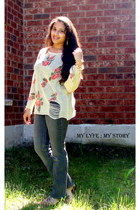 gold bracelet - gray flared jeans Gap jeans - white indressme sweater