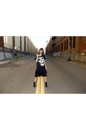 vintage shirt - vintage dress - dolcetta harness boot shoes - Morange Mac lipsti