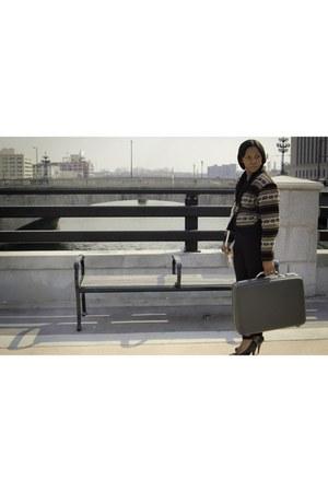vintage sweater - vintage belt - suitcase vintage belt