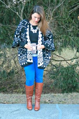 black Gwynnie Bee sweater - tawny Bradalino boots - blue Old Navy jeans