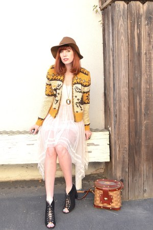 my blog Topshop boots - free people cardigan