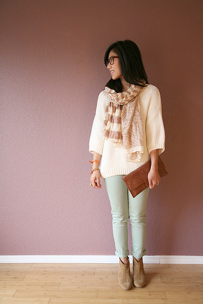 ivory Vince Camuto sweater
