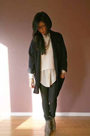 navy Willow & Clay cardigan - beige Dolce Vita shoes - navy f21 jeans