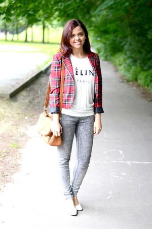 white PERSUNMALL t-shirt - charcoal gray pull&bear jeans - brick red Gate blazer