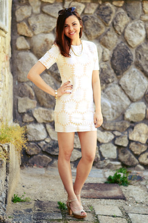cream walktrendy dress - crimson c&a sunglasses - neutral Primark heels