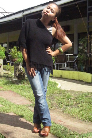 navy jeans - black From Baguio cape - tawny Parisian wedges