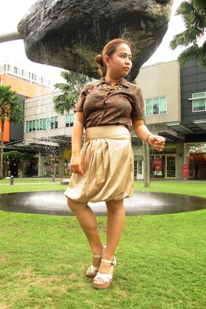 burnt orange vintage blouse - bronze SM skirt - eggshell Parisian wedges