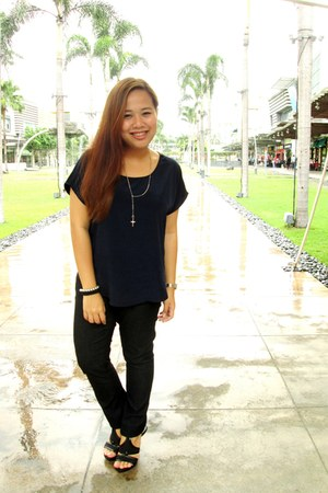 black Forever 21 jeans - navy Forever 21 blouse - black Charles and Keith heels