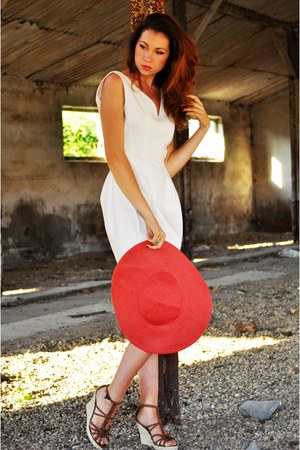 red Zara hat - off white Zara dress - bronze BLANCO heels