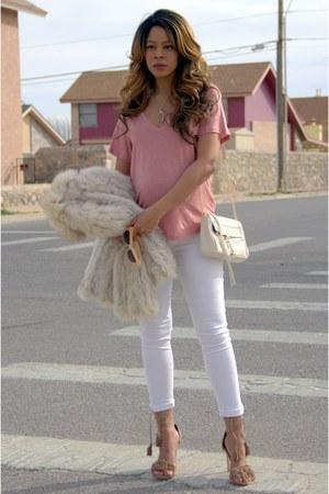 white skinny American Eagle jeans - pink v neck Forever 21 shirt